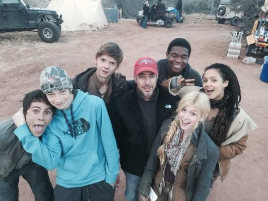 Dylan, Jacob, Thomas, Katherine, Dexter and Nathalie on the Scorch Trials set.