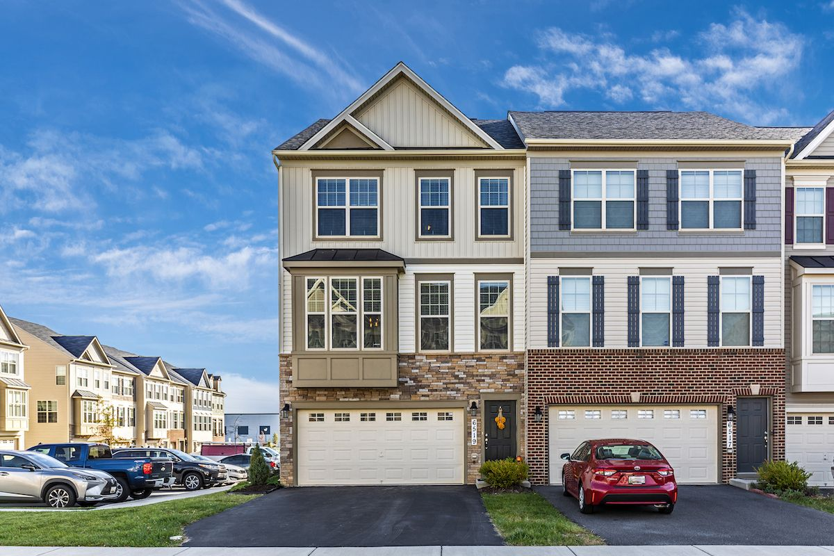 Brent Hawkins Of L P Calomeris Realty Llc Just Listed 6519 Newton Drive Frederick Md 21703 Open House Saturday Novembe Open Concept House Styles Townhouse