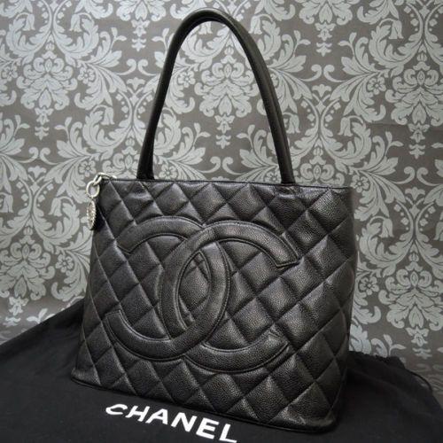 513e73dafe4a Rise-on-Vintage-CHANEL-Caviar-Skin-Leather-Black-Silver-MEDALLION-Tote-Bag -1561