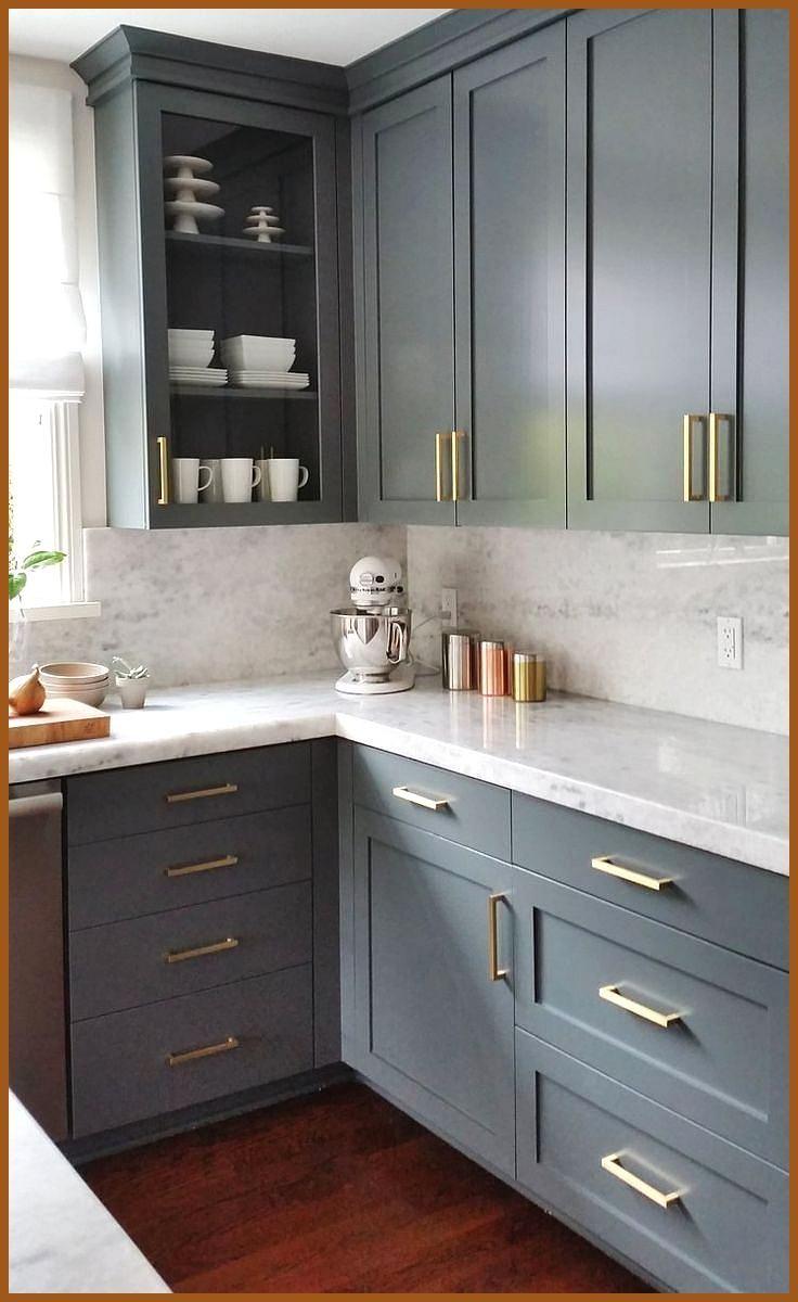 Blau Graue Kuchenschranke Mit Quarzarbeitsplatten In Marmoroptik Und In 2020 Grey Kitchen Cabinets Cheap Kitchen Cabinets Blue Gray Kitchen Cabinets