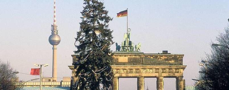 1989 Vor 26 Jahren Endete West Berlin Gleich Hinterm Weihnachtsbaum Und Auf Dem Brandenburger Tor Wehte Die Schwarz Rot Goldene F Berlin Kurztrip Familie Ist