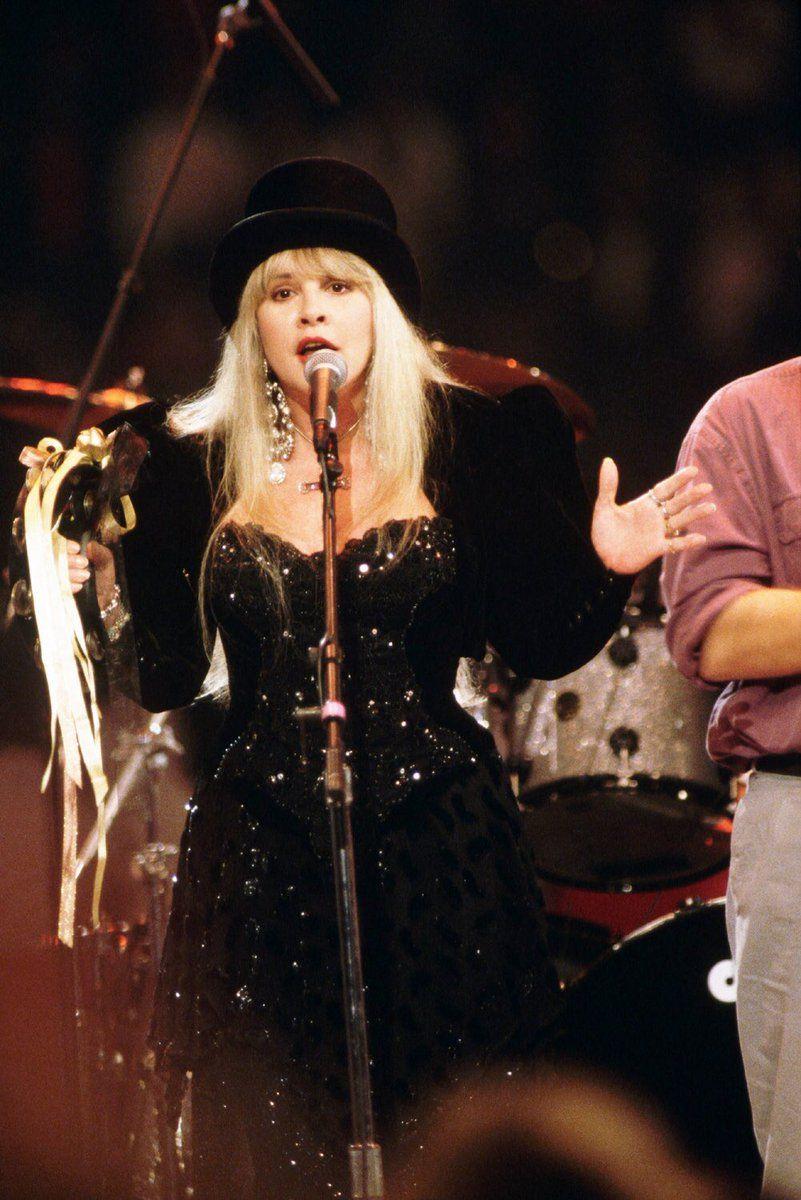 Jazz On Twitter Stevie Nicks Stevie Nicks Fleetwood Mac Stevie Nicks Costume [ 1200 x 801 Pixel ]