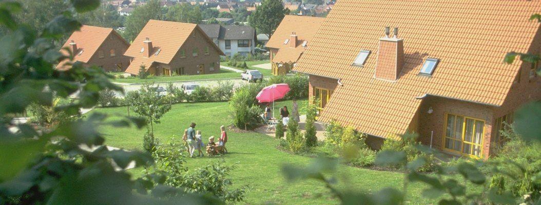 Ferienpark bei Nieheim  Traumurlaub inmitten herrlicher Natur. Entdecken Sie die Vielfalt der Freizeitmöglichkeiten, die Ihnen der Teutoburger Wald rund um unseren Natur Ferienpark bietet.