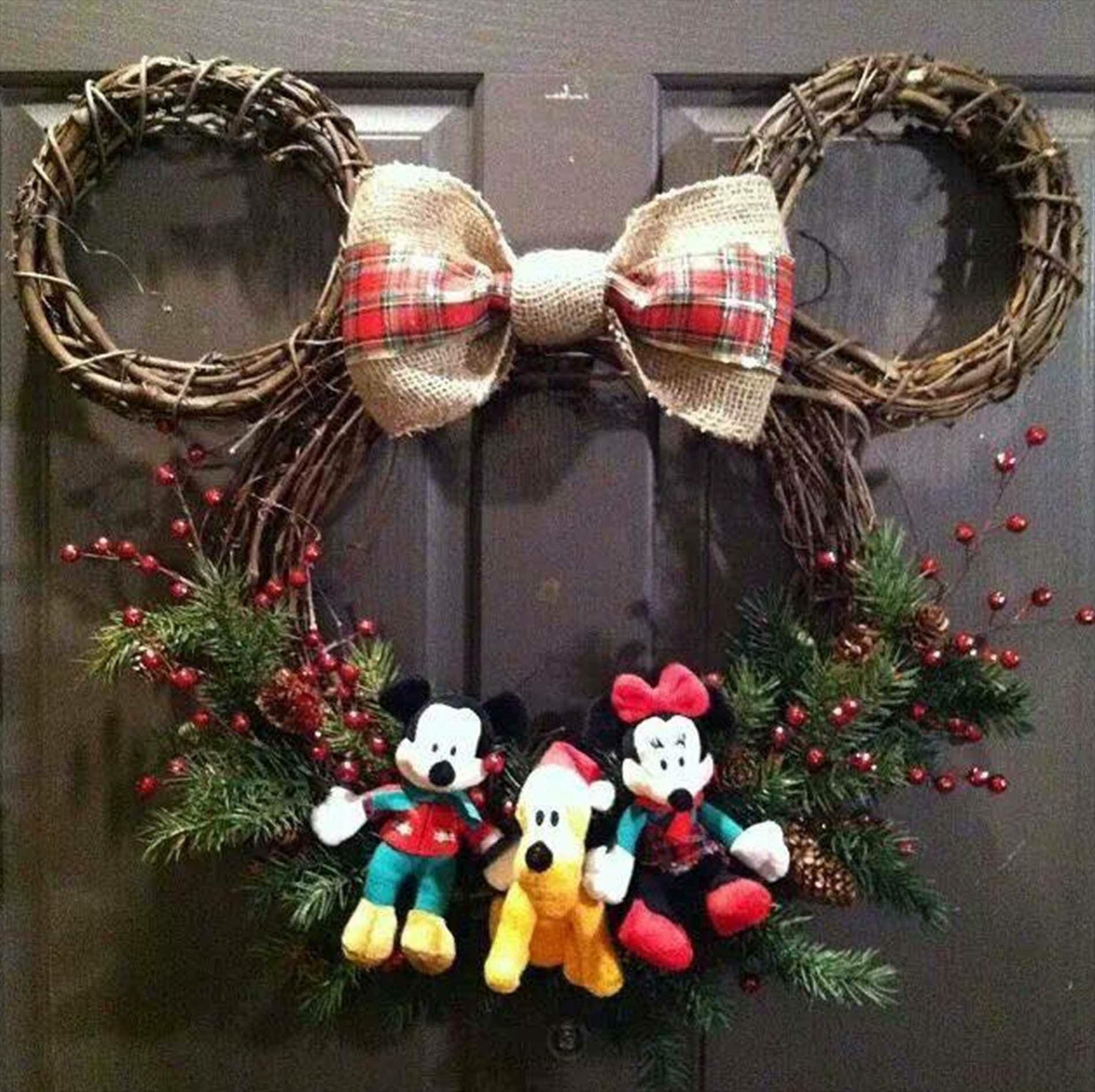 Easy To Make Mickey Themed Holiday Wreath Great Place To Park