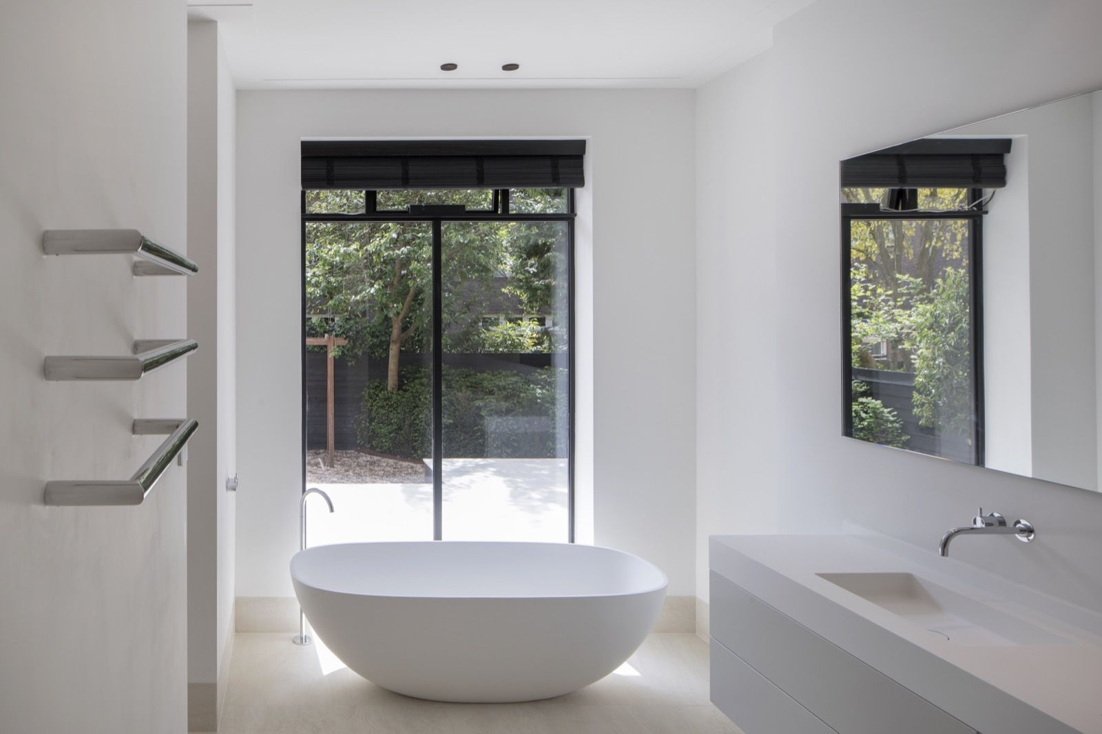 A bath with a view. Vrijstaand solid surface bad. maatwerk dubbele ...