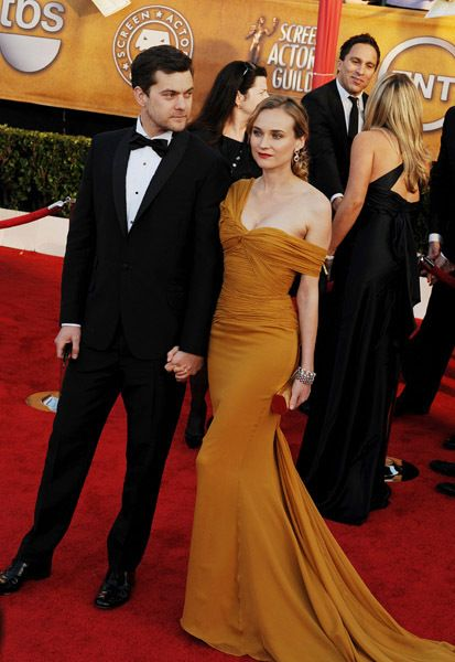 http://images2.fanpop.com/image/photos/10100000/Josh-and-Diane-joshua-jackson-and-diane-kruger-10185975-413-600.jpg