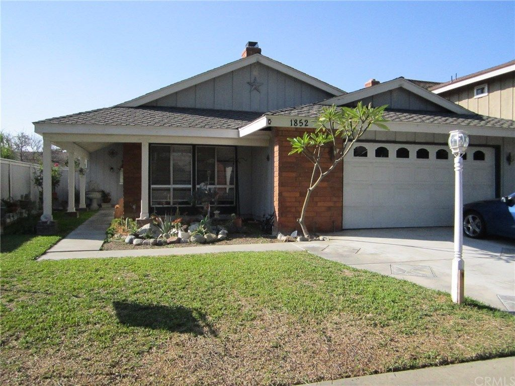 Nice Single Story Home Located In The Highly Sought Neighborhood Of Tustin Meadows The Home Features Thre Large Family Rooms Charming Kitchen California Homes
