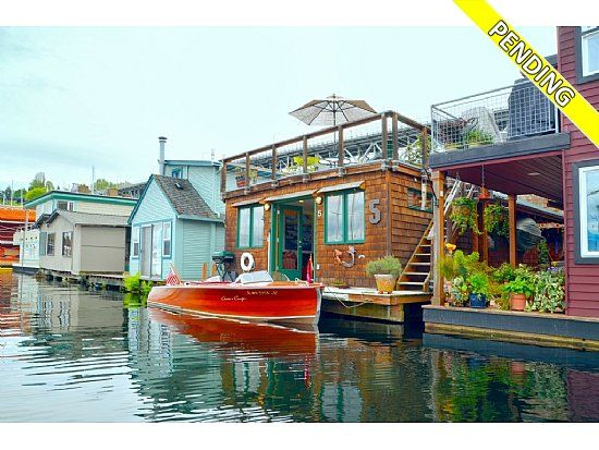 Charming Houseboat In Seattle
