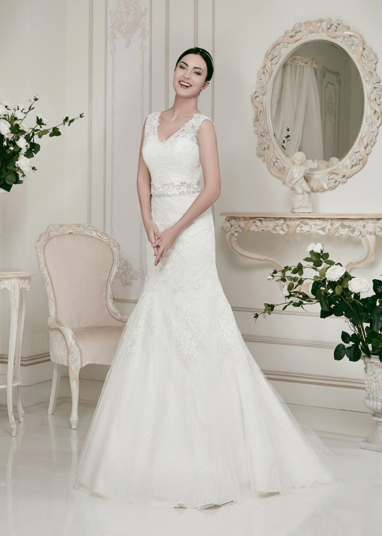 Fit and Flair Lace Wedding Dress with Straps | Pinterest | Lace ...