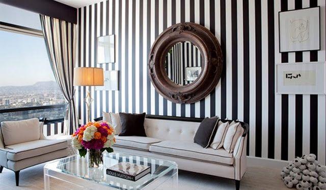 Décoration salon moderne avec des murs rayés