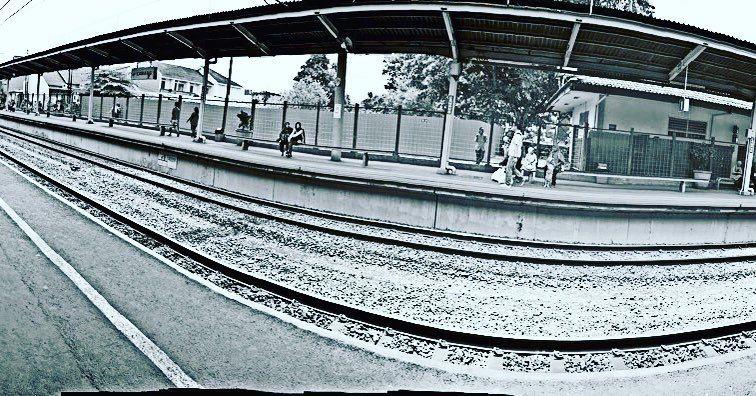 Lets go somewhere  #station #stasiun #train #vscocam #vsco #travel #blackandwhite #bw #holiday #weekend by leonardoleo92