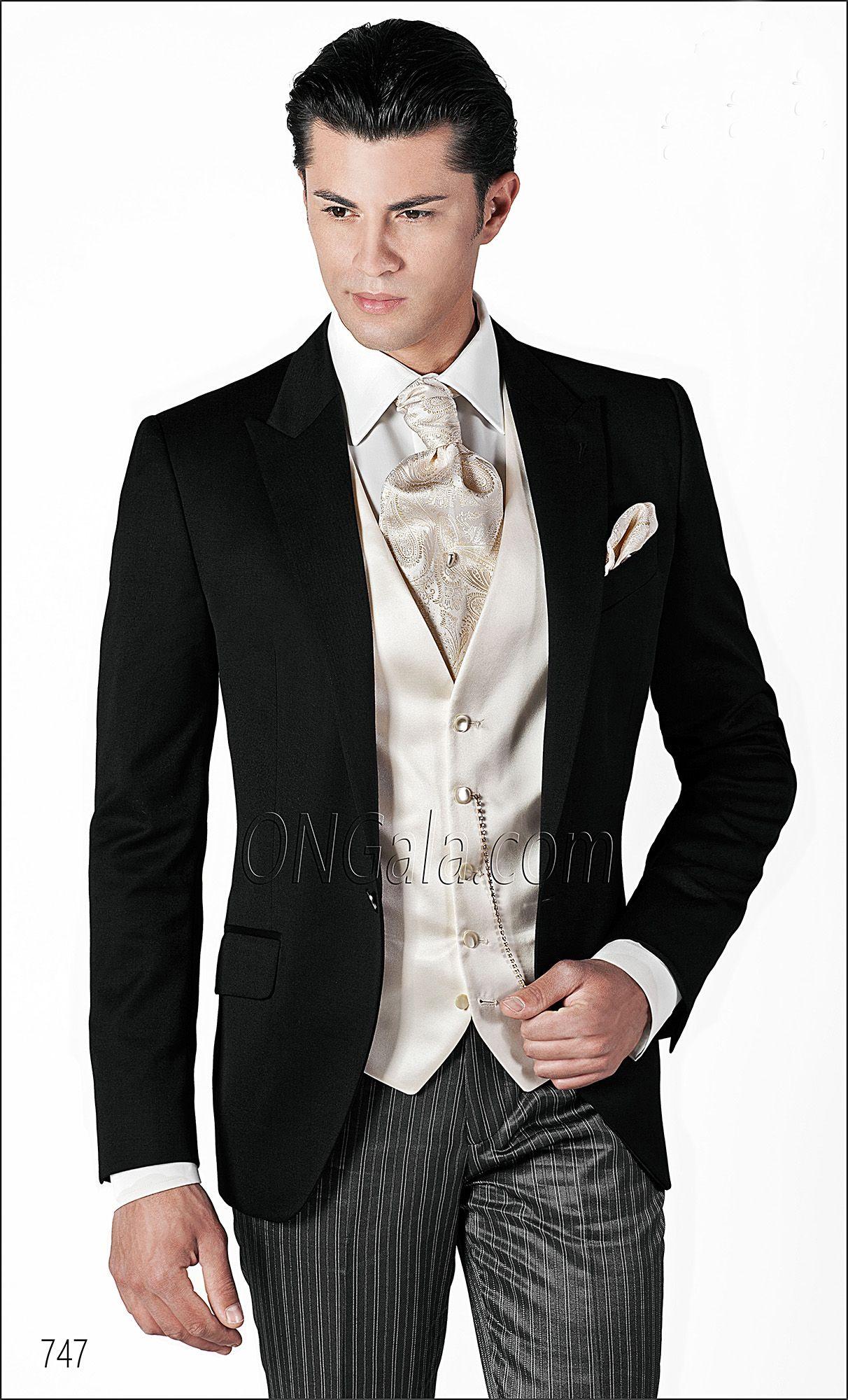 1218d72e83ef Abito da Sposo con giacca in raso lana nera e gilet in seta bianco ...