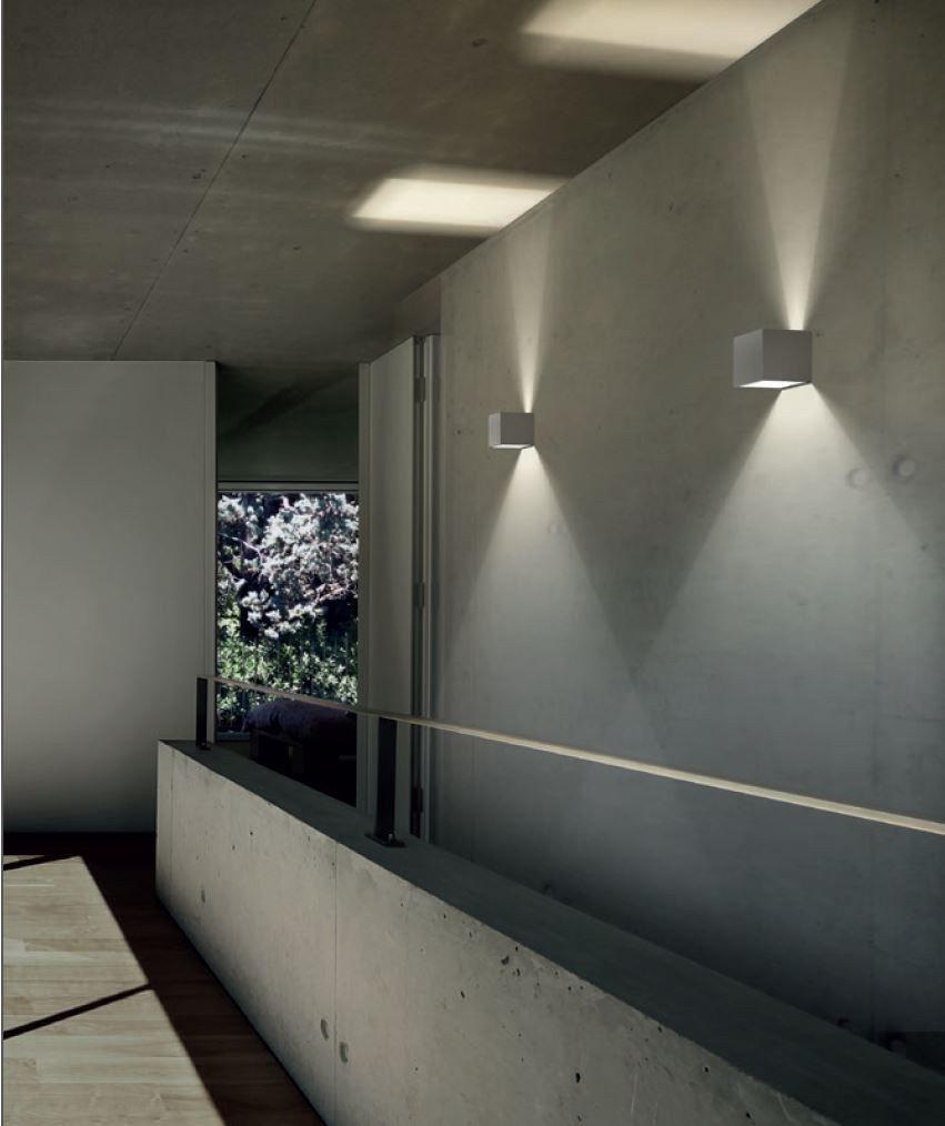 Lampada da parete per esterno a LED a luce diretta e