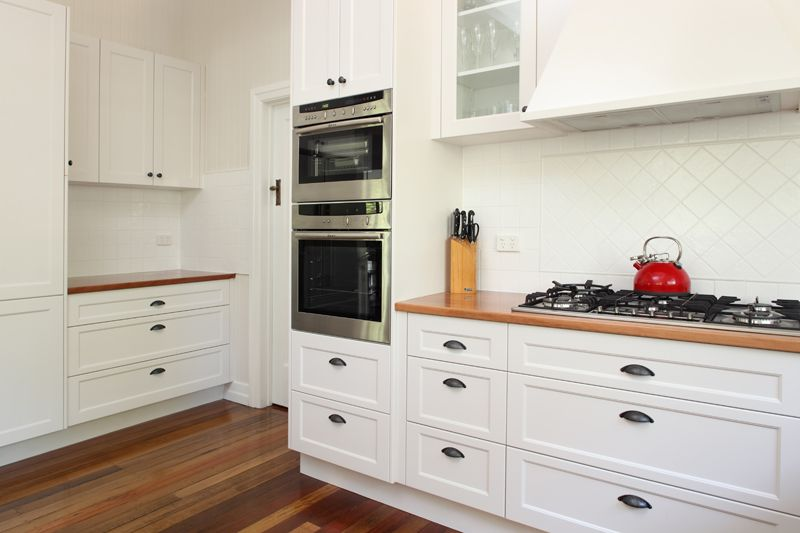 Colonial Style Kitchen Incorparating Timber Kitchen
