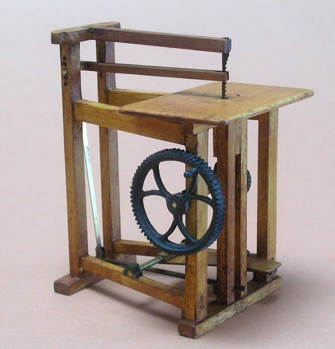 Antique Scroll Saw: Antique Miniature Pedal Jig Saw