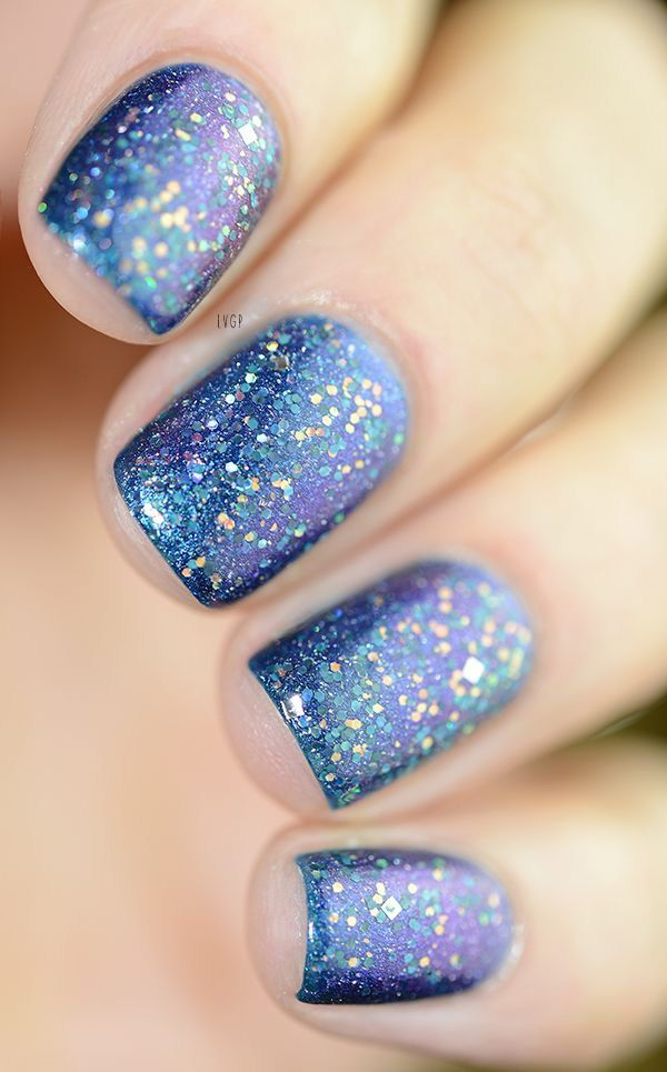 Blue Glitter Nail Art.