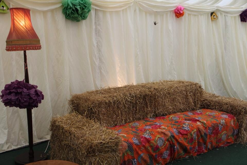 Hay bale sofas... | A Somerset Wedding :) | Pinterest | Hay bales ...