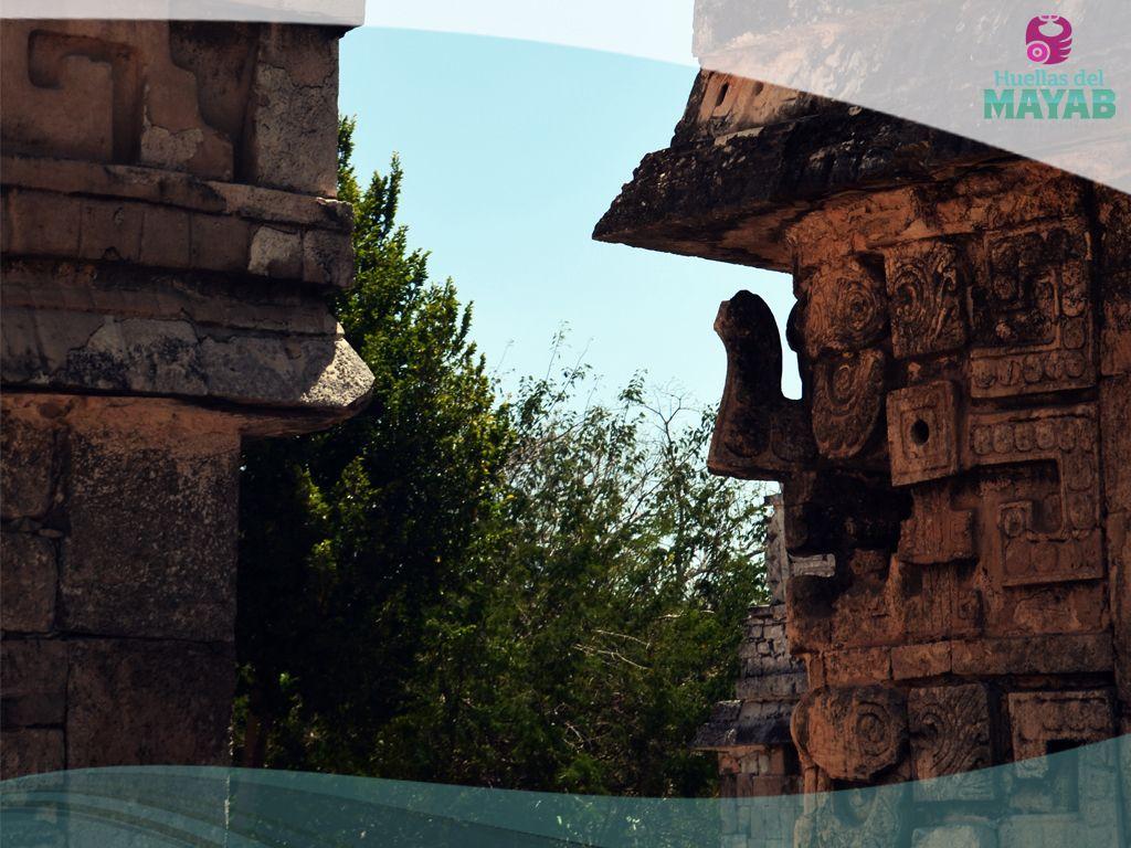 Conjunto de edificios del estilo Puuc en la ciudad Maya de Chichén Itzá
