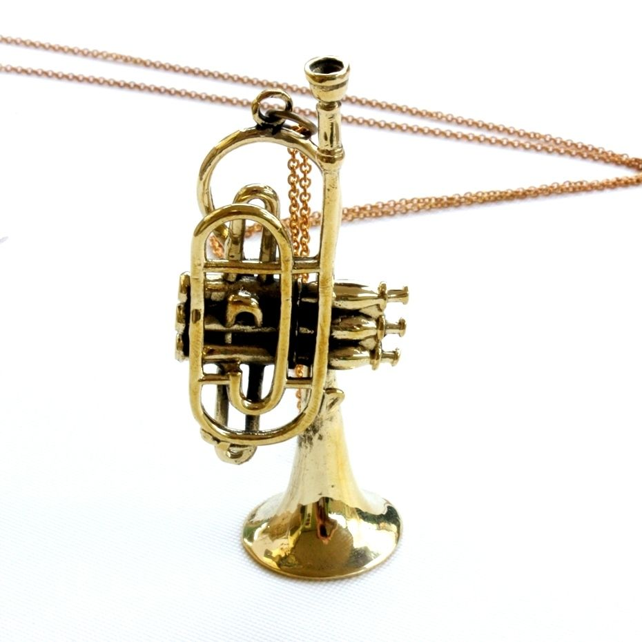 Despite the significant size reduction, this dwarf trumpet is still a significant eye-catcher at 3 inches long. Suspended on a 22 inch chain and intricately detailed, this solid brass replica instrument is an orchestration of true beauty.Free worldwide shipping.