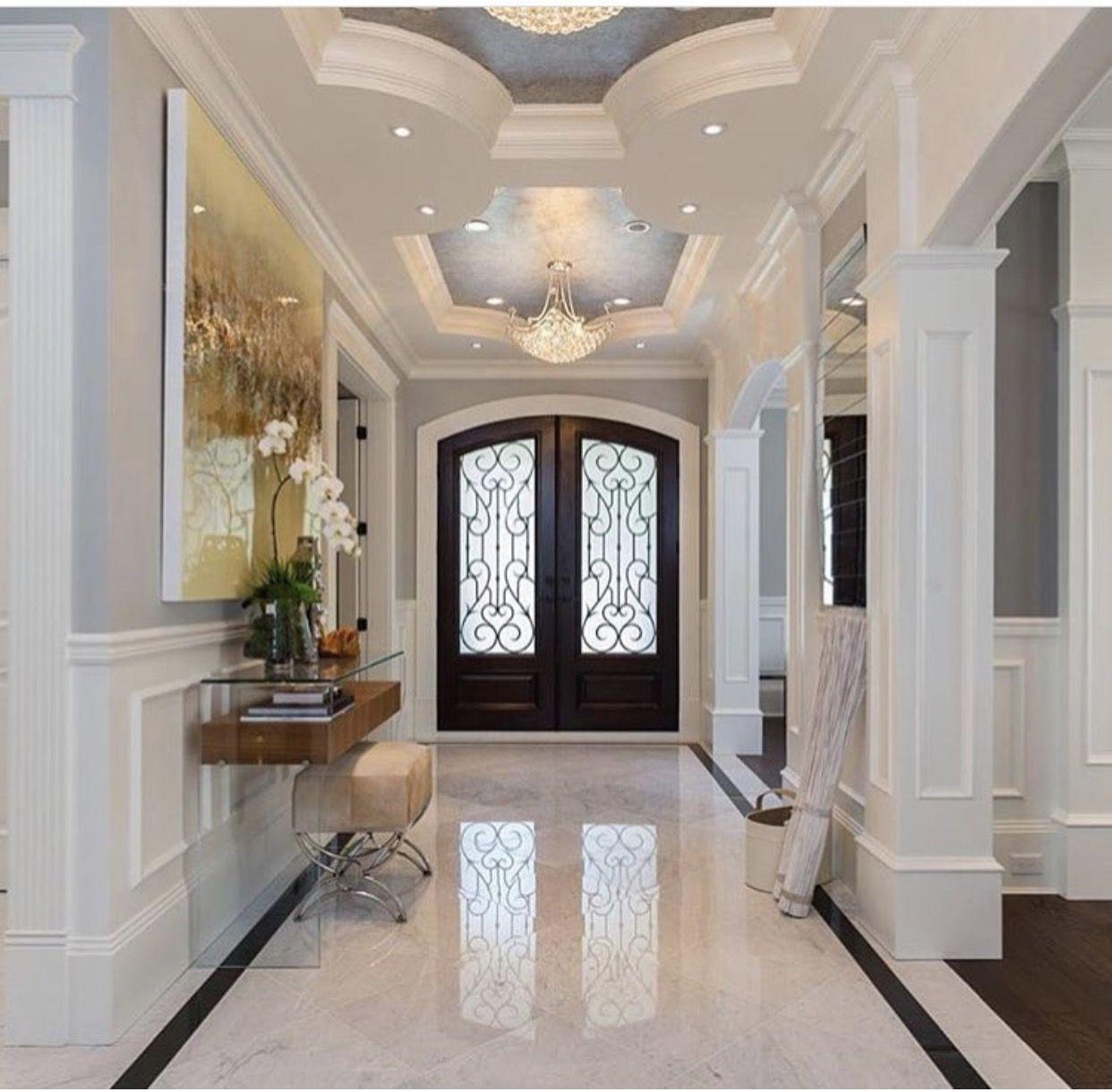 как выглядит холл в доме фото впрочем, проявили политкорректность