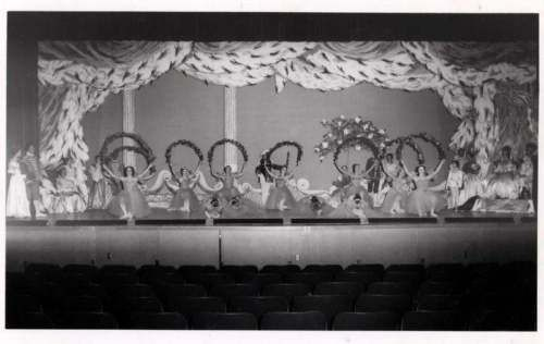Vintage-50s-60s-Ballerinas-Ballet-Dancers-Dance-photo-on-stage