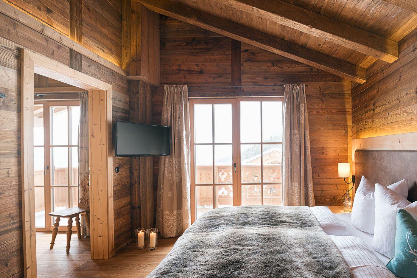 Schlafzimmer Ansicht Des Luxus Ferienhauses Sporer Alm In Tirol