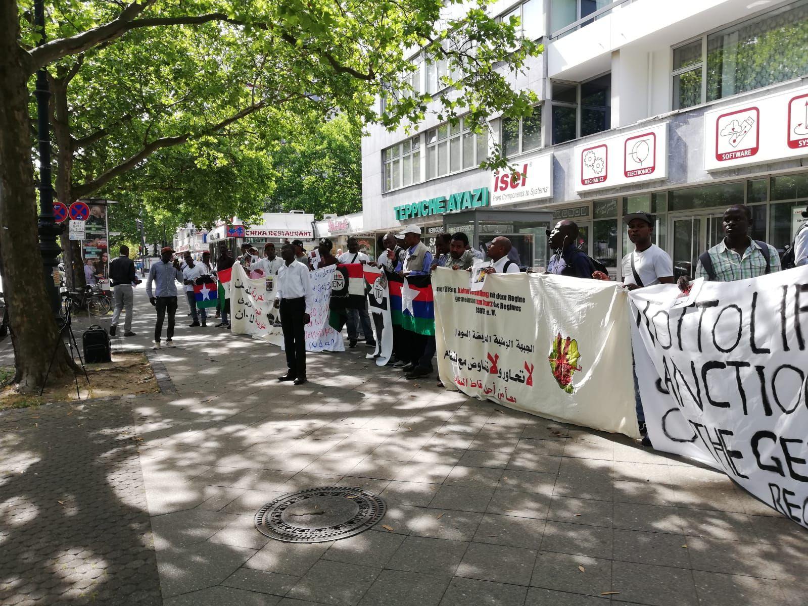 مظاهرة قوي المعارضة السودانية بالمانيا امام سفارة السودان / برلين