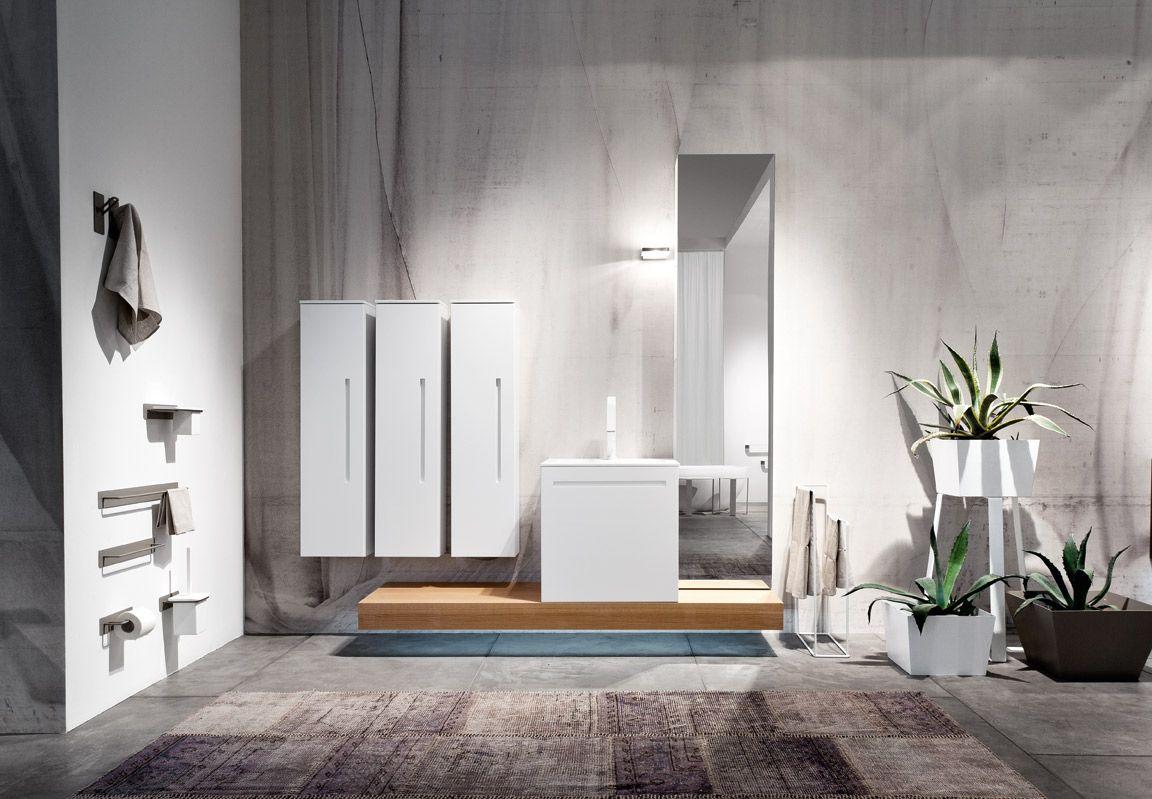 Mobili bagno dai colori naturali e linee pulite per un - Arredo bagno semplice ...