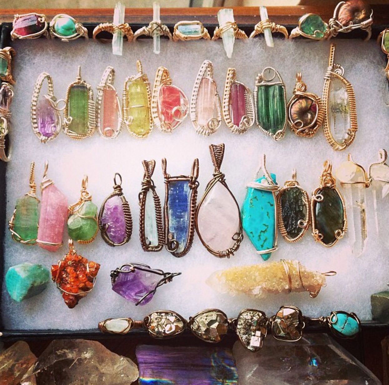 Lots of wire wrapped crystals | Pretty things | Pinterest | Wire ...