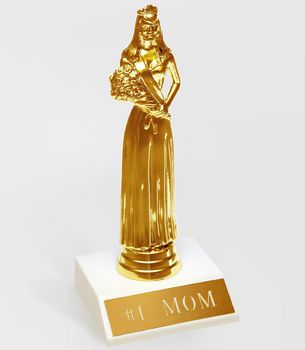 No. 1 Mom Trophy, for hardworking mothers everywhere. #DearMom @Chronicle Books