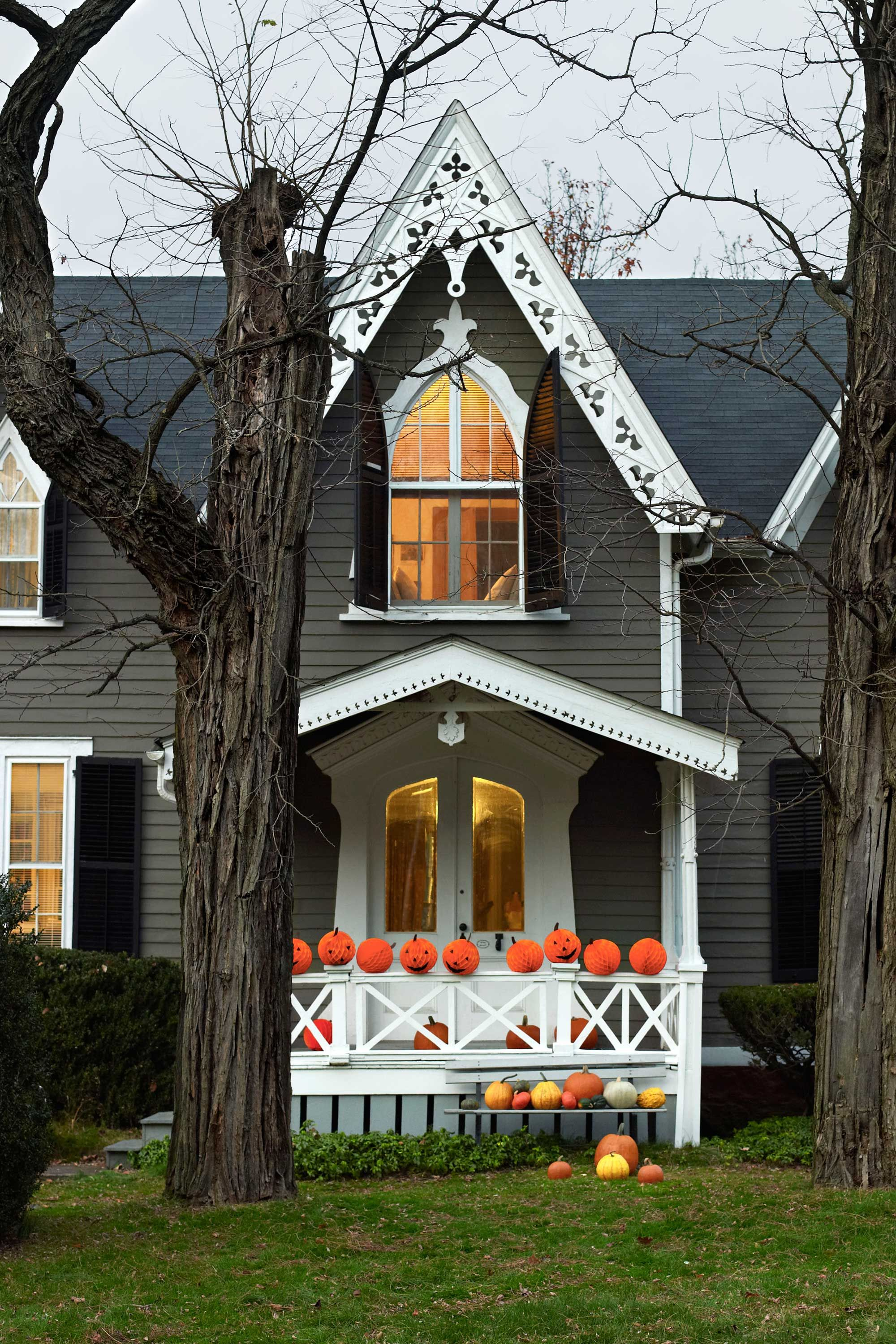 Put a Spell on Your Neighbors With These DIY Outdoor Halloween - Halloween Yard Decorations Ideas