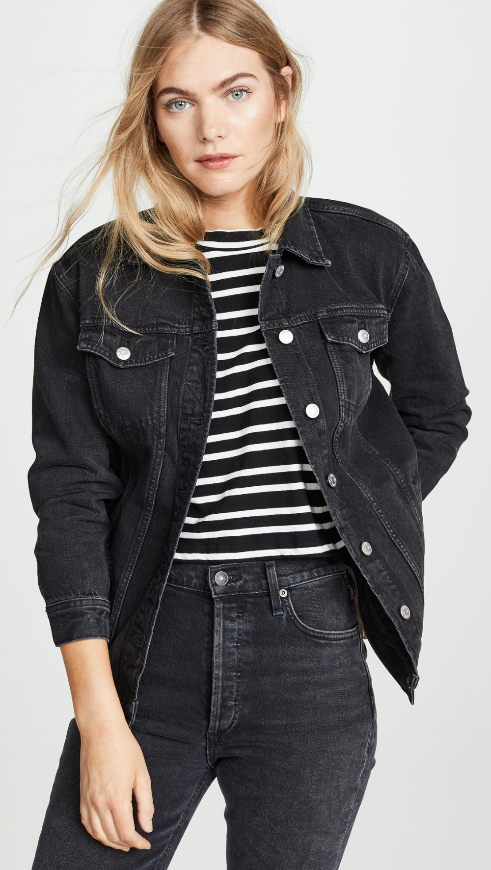 Pin By Hilary Green On I Miei Salvataggi In 2021 Black Denim Jacket Outfit Black Jean Jacket Outfit Oversized Jean Jacket [ 1773 x 1000 Pixel ]
