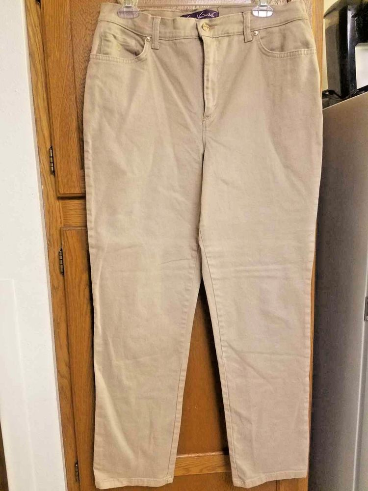 f7cd63d59d4 Gloria Vanderbilt Beige Amanda Jeans   Straight Leg   Size - 12  fashion   clothing
