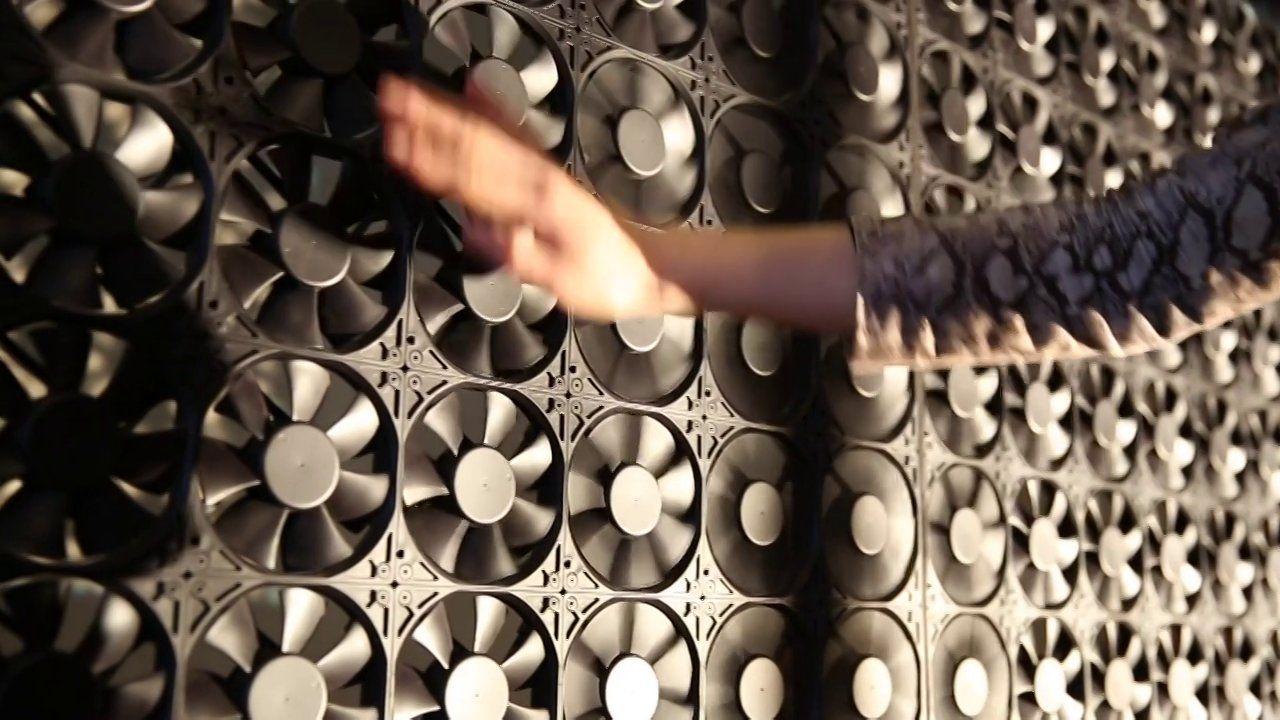 Flow Walls Of Interactive Ventilators By Daan Roosegaarde Www Studioroosegaarde Net Flow By Architect And Artist New Media Art Software Art Tradigital Art