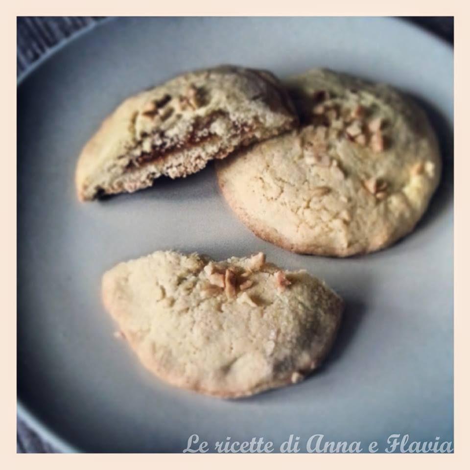 Biscotti con frolla alle nocciole e cuore di albicocche - #ricetta #pasqua