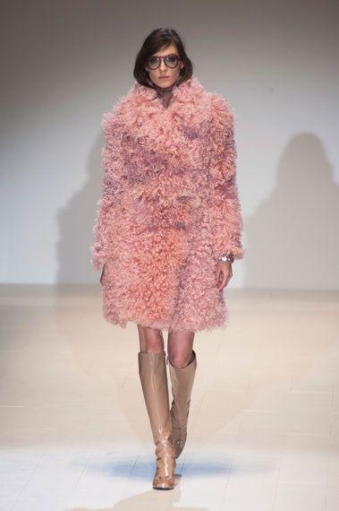 Gucci Ralph Fashion Week New York Fall / Winter 2014/15. Fotos ©imaxtree #rtw #dress #gucci #elle_de