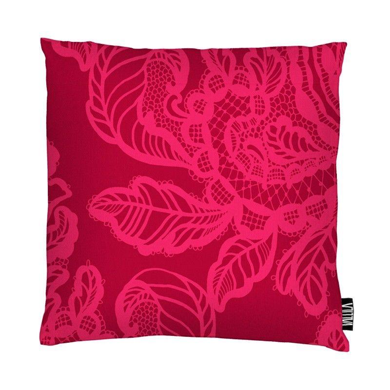 <p>Aleksanteri-tyynynpäällisen kuosi on Tanja Orsjoen suunnittelema. Kuosin yksityiskohtaisuus muodostaa vaikutelman pitsisestä kankaasta ja runsaudessaan Aleksanteri-koristetyyny onkin todellinen sisustuksen katseenvangitsija.</p> <p>Vall