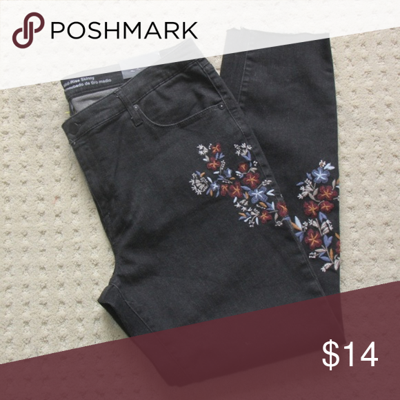 Mossimo Mid-Rise Floral Embroidered Skinny Jeans SHORT Black NEW