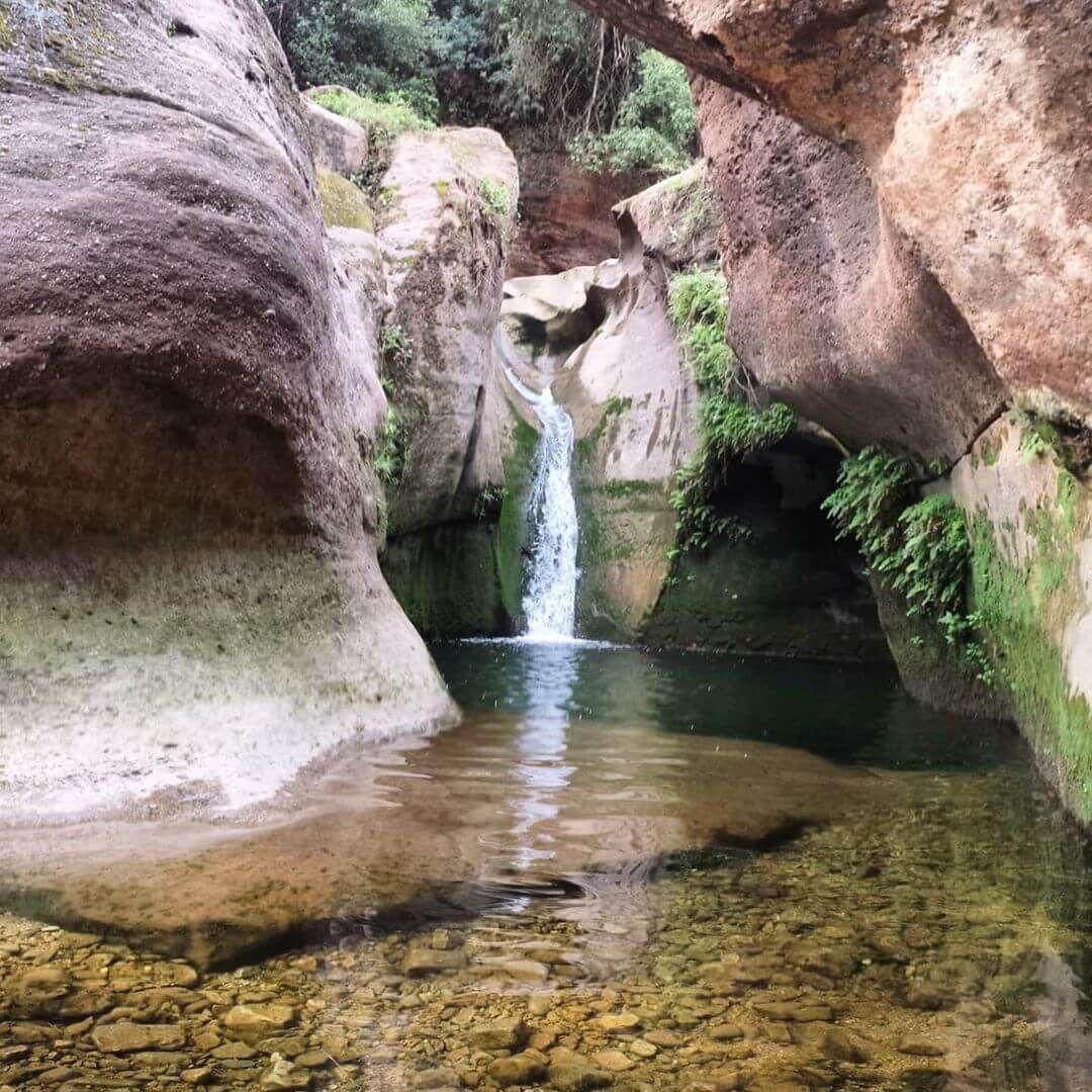 Cascada Con Encanto Muy Cerca De Barcelona El Gorg De La Mola Cascadas Lugares De Vacaciones Lugares Hermosos