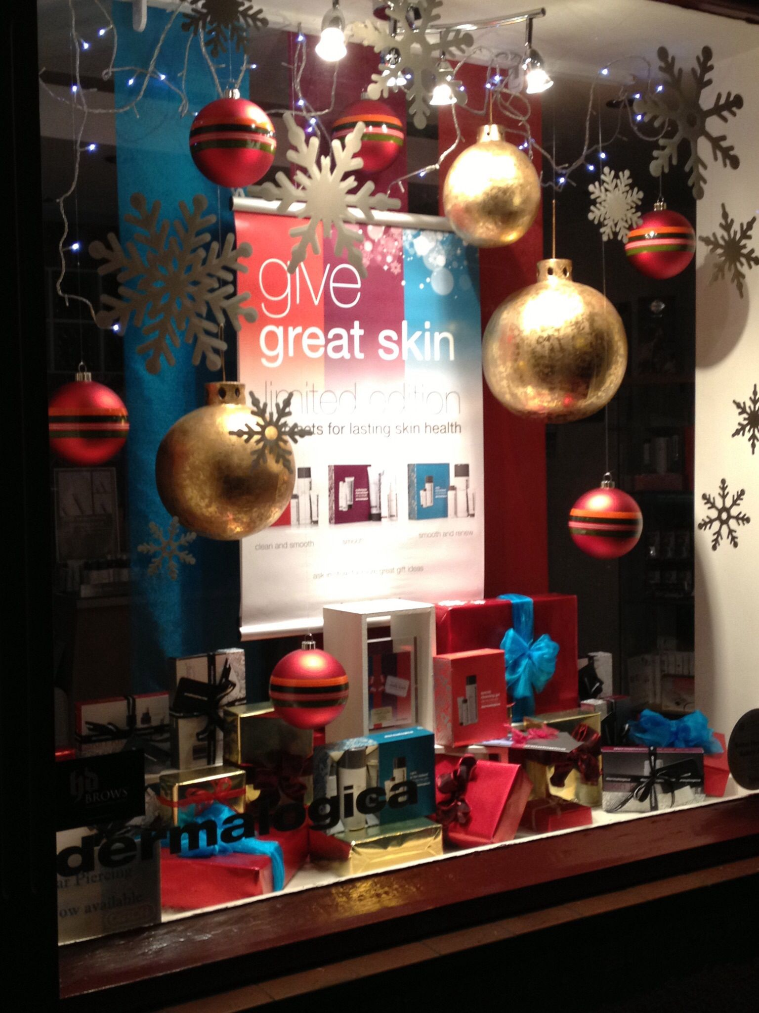 Simple effective Christmas window by Helen Goodwin