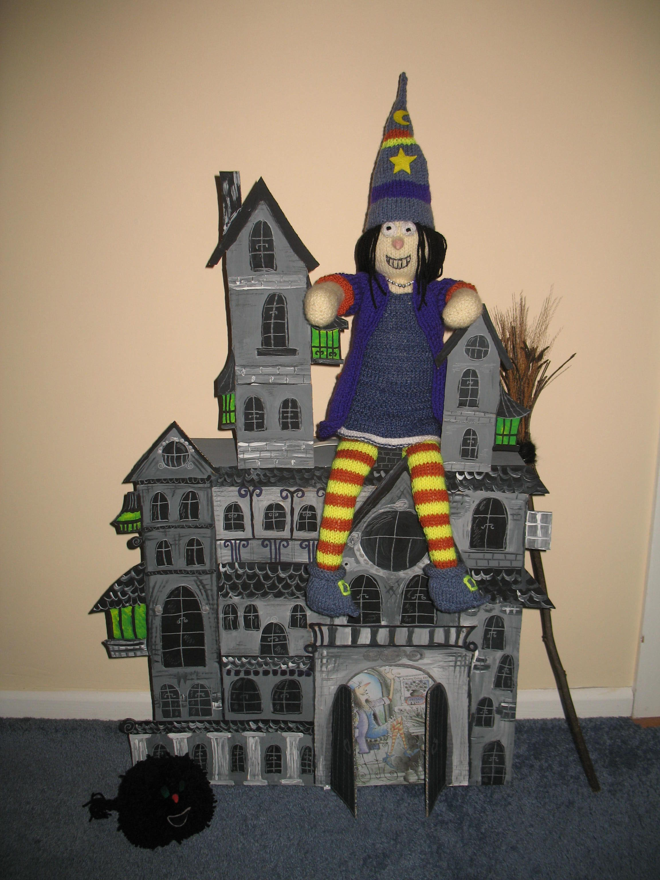 Winnie the Witch and her Black House My paper craft