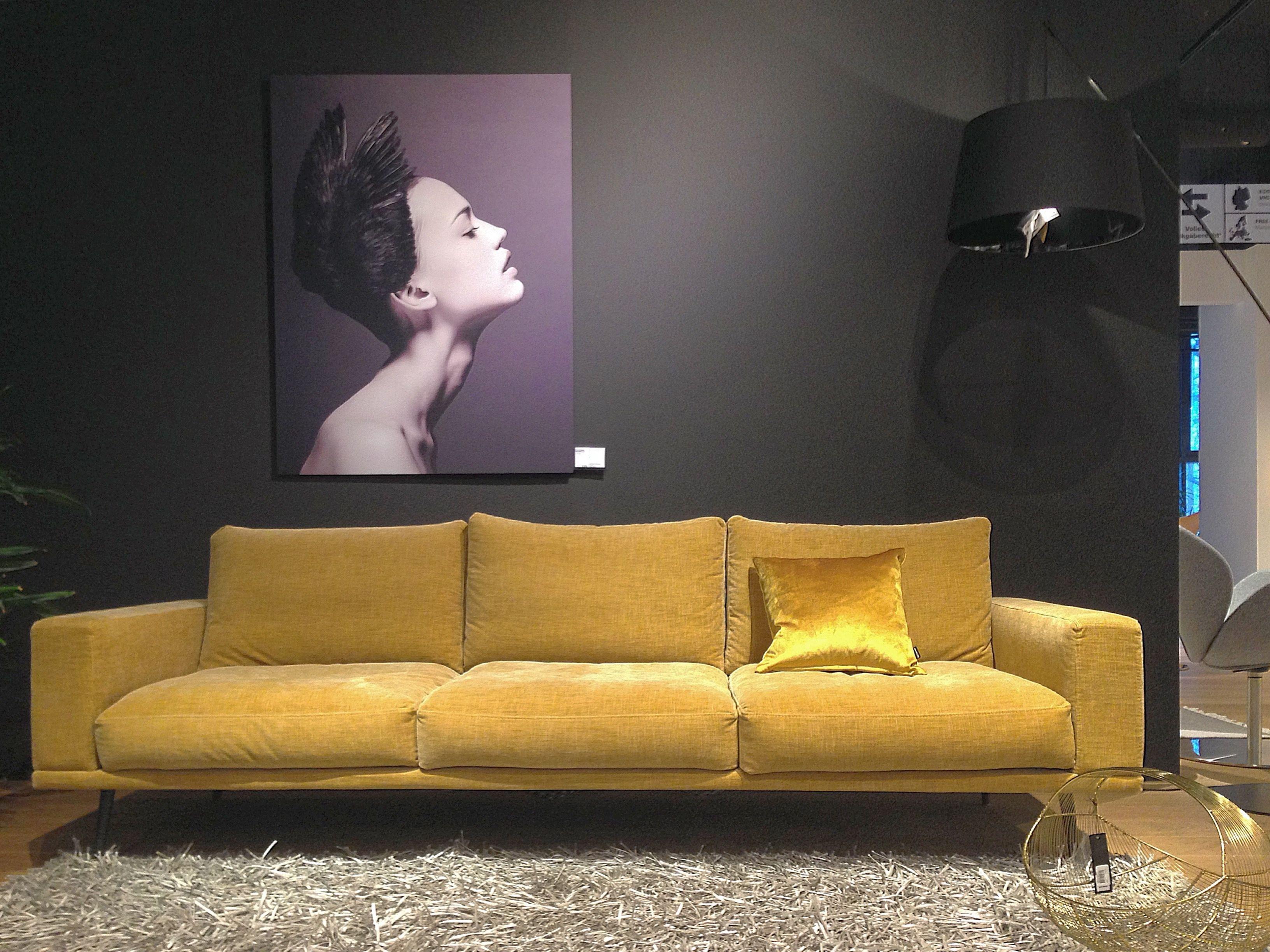 gelb gold atmosph re carlton sofa von boconcept in berlin schlo strasse boconcept berlin. Black Bedroom Furniture Sets. Home Design Ideas