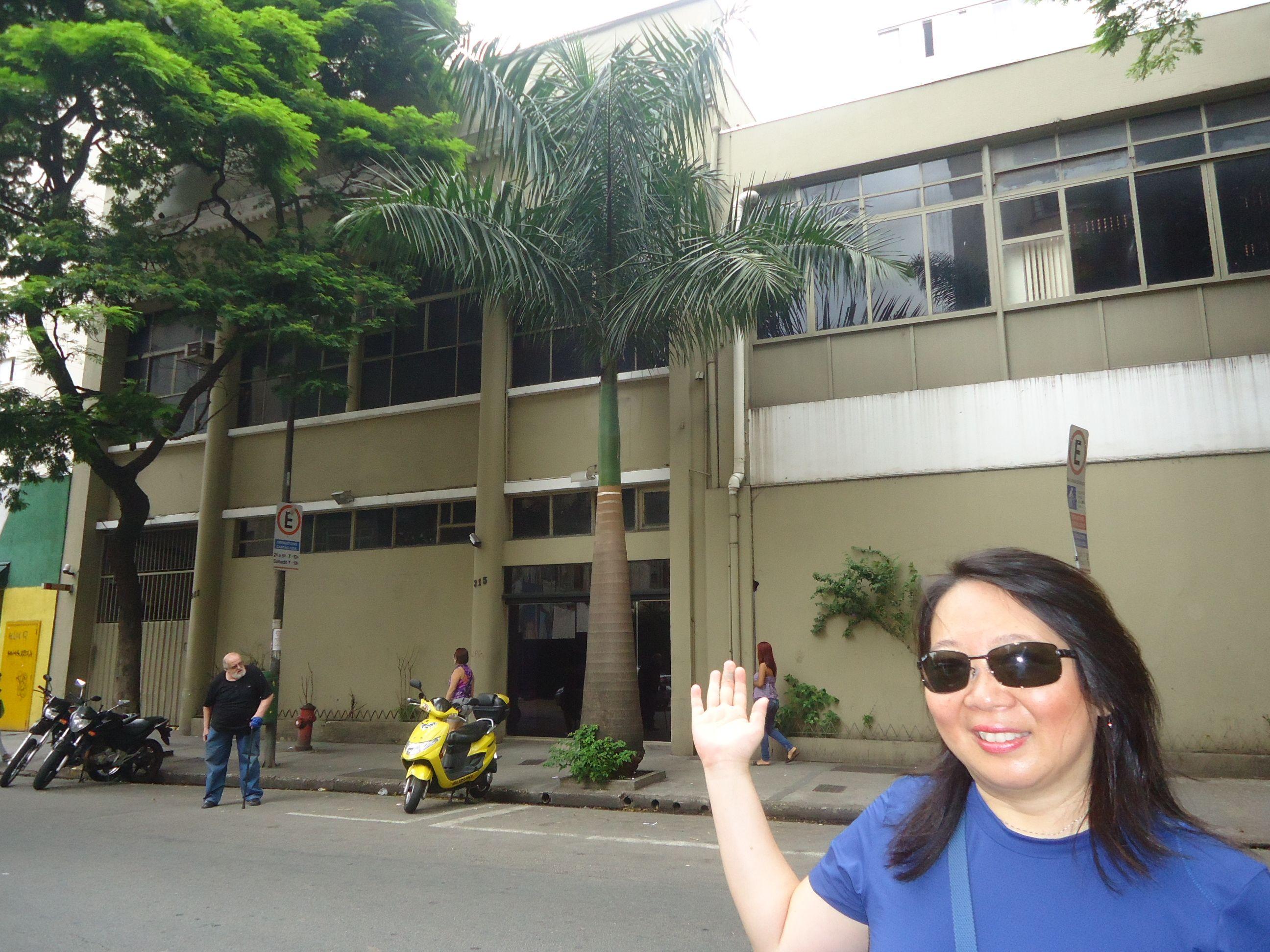 Aqui ficam a Rádio Globo e a Rádio CBN. A TV Globo São Paulo foi fundada em 1966, na Rua das Palmeiras, e lá ficou até ser transferida para a Praça Marechal Deodoro em 1969, devido a um incêndio.