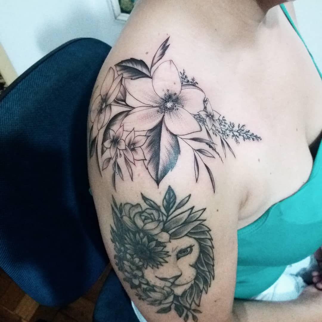 #flortattoo #flores #florestattoo #flowertattoo #flowers #naturetattoo #inkedgirls #blackworktattoo #inspirationtattoo #instatattoo #tattoolifestyle #tattooart #tattoodesign #tatuagemfeminina #tatuagemdelicada