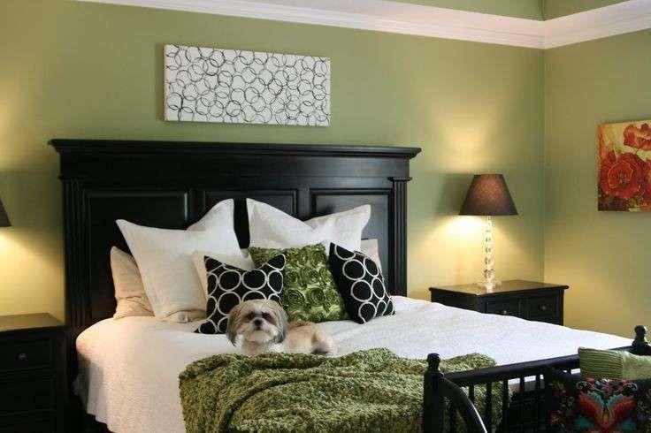 Camera da letto verde pareti verdi con letto nero