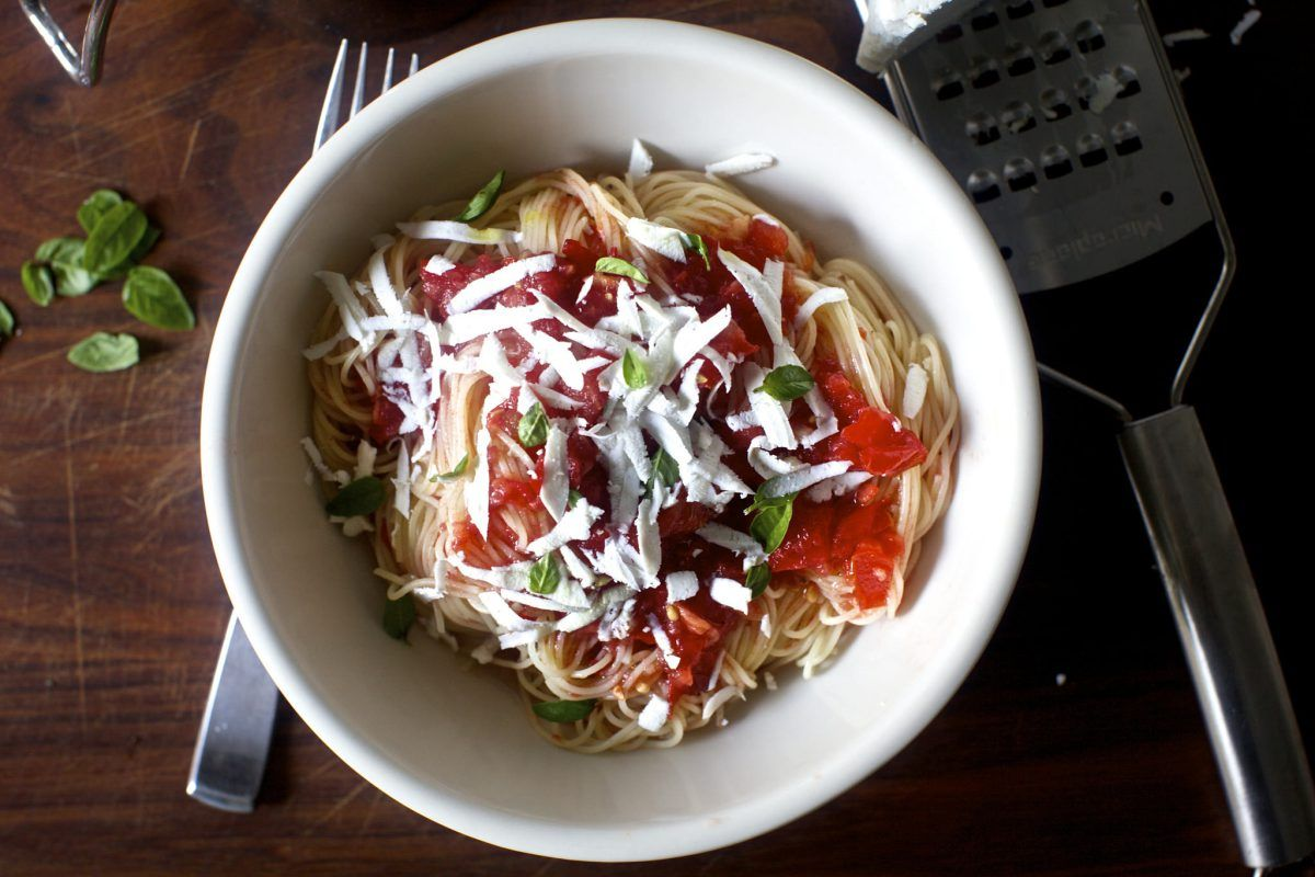 angel hair pasta with raw tomato sauce | smitten with smitten