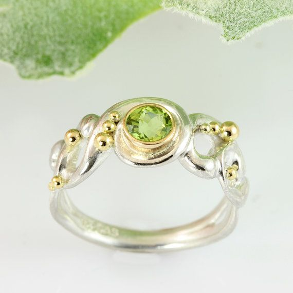 Lace ring of silver with peridot by Castens on Etsy