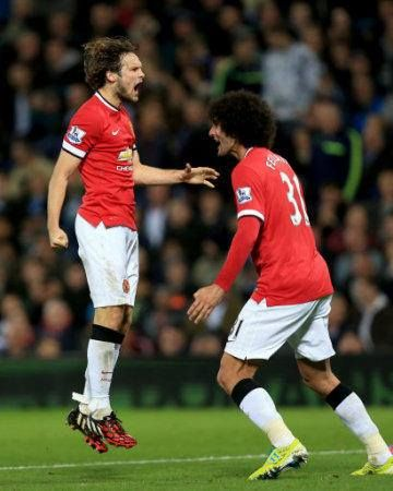 What a strike from Marouane Fellaini! It's great to see him and Daley Blind on the United scoresheet for the first time..♥