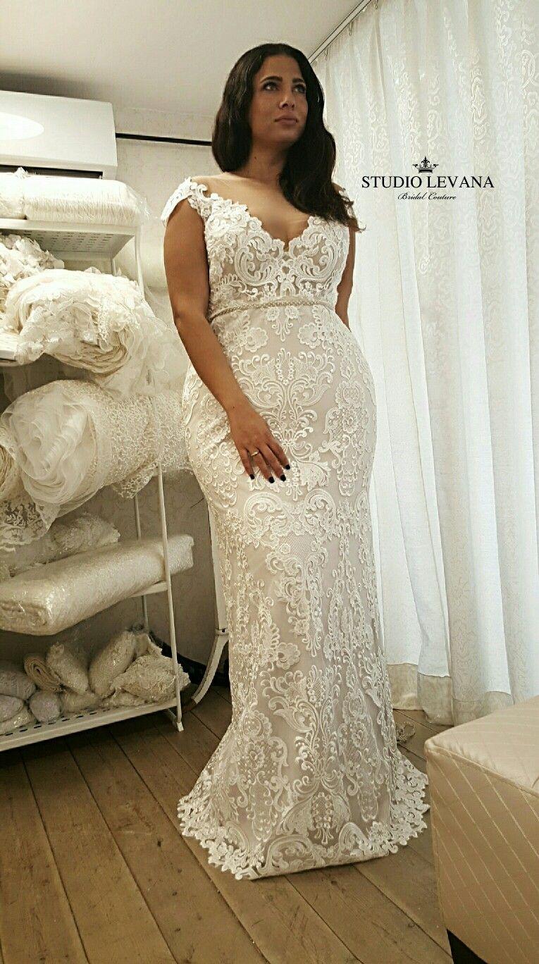 Perfect Mermaid Look For A Curvy Bride With Curvy Model Yardenhay Wedding Dresses Lace Curvy Wedding Dress Plus Wedding Dresses