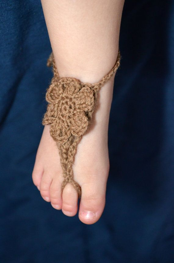 Baby Barefoot Sandals with Flower | Crafts--Crochet Baby | Pinterest